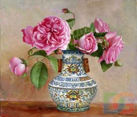Розочки в вазе с орнаментом